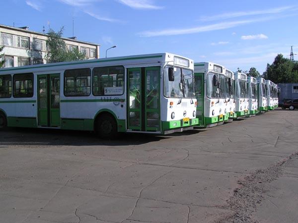 ...отсутствием городских автобусов.  Ни один автобус не смог выехать...